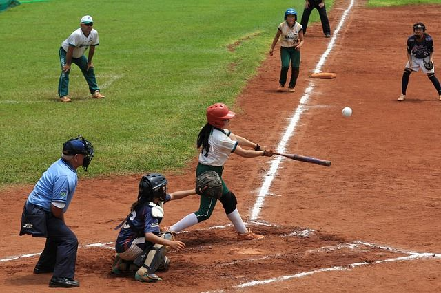 fastpitch-softball-bat
